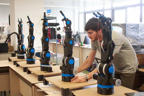 pracoviste/12135/Aktuality/robot.jpg